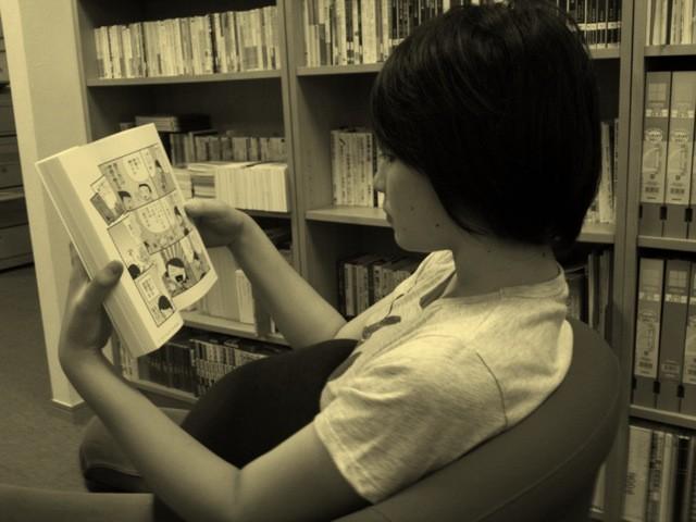 Trinity3階 ライブラリーで漫画を読む日曜午後3時…。