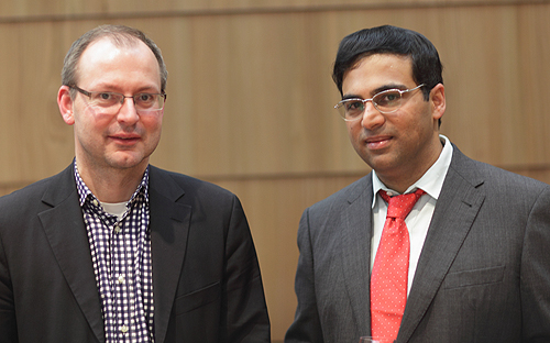 Christian Hesse mit Weltmeister Viswanathan Anand ©Archiv Hesse