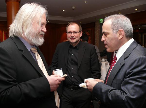Christian Hesse im Gespräch mit Garri Kasparov und Artur Yussupov