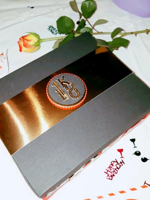 Das Kupferpapier von Stampin` Up! lässt die Explosionsbox hochwertig aussehen.