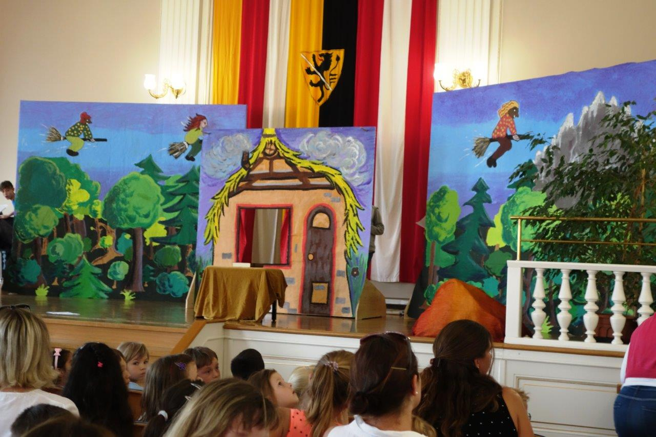 """""""DIE KLEINE HEXE"""" - Theateraufführung der VS/NMS Bildungswelt Maximilian Schell"""