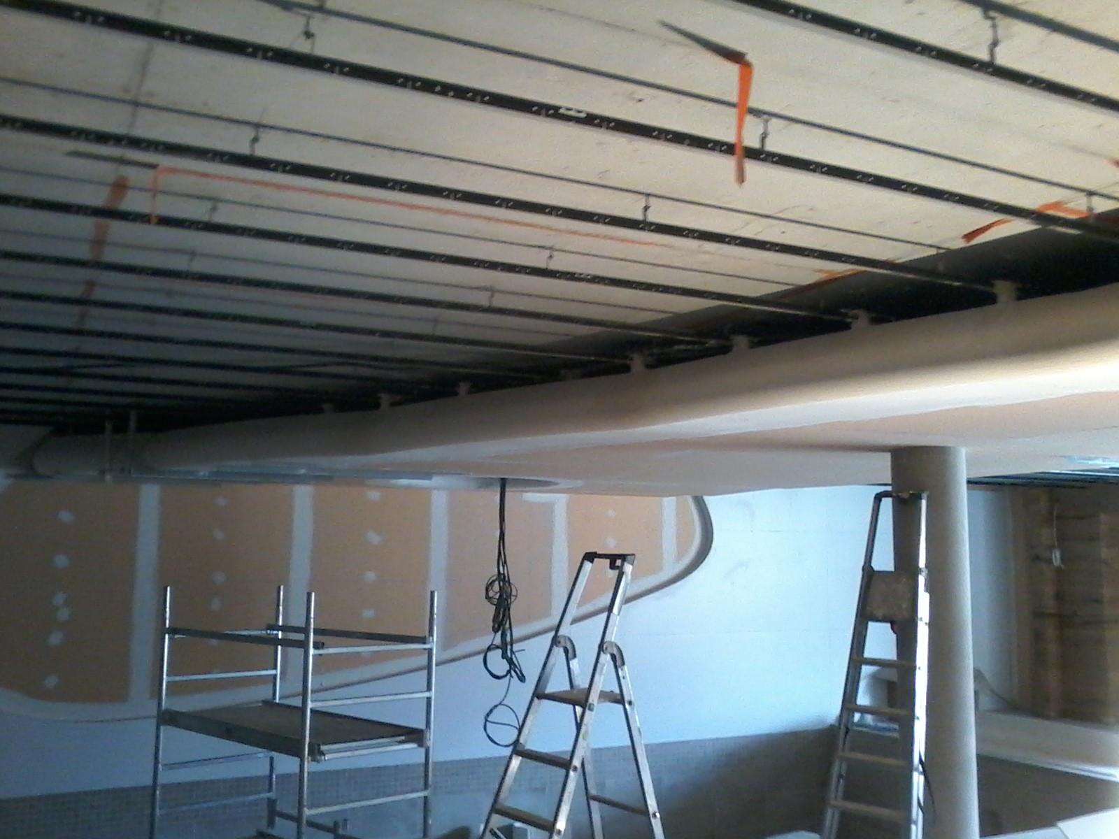 plafond bois décoratif en cours