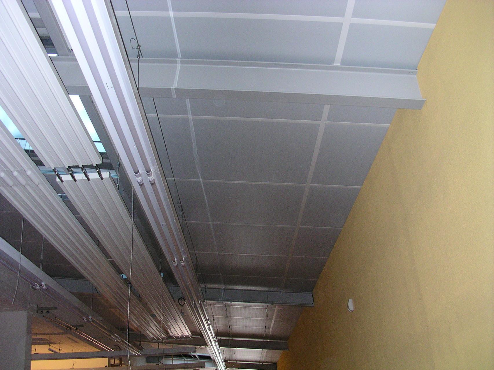 sous toiture industrielle après