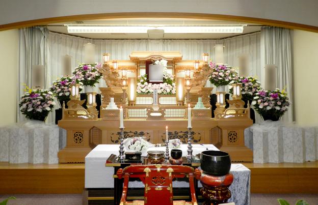 ホール内祭壇イメージ(常設白木祭壇使用の場合)