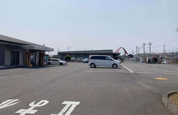 70台以上停まる広い駐車場です