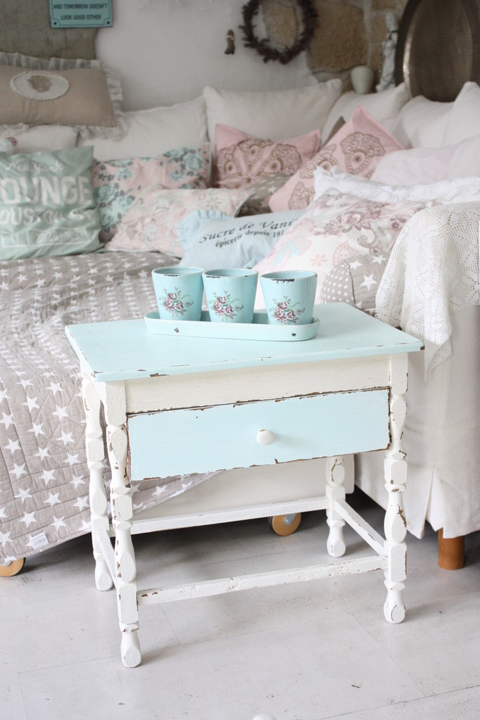 vintage shabby chic qunst qrempel shabby chic. Black Bedroom Furniture Sets. Home Design Ideas