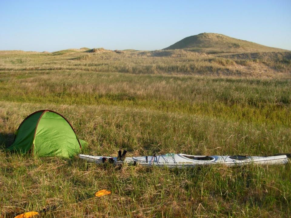 La tente déjà montée, avant le froid et la tombée de la nuit
