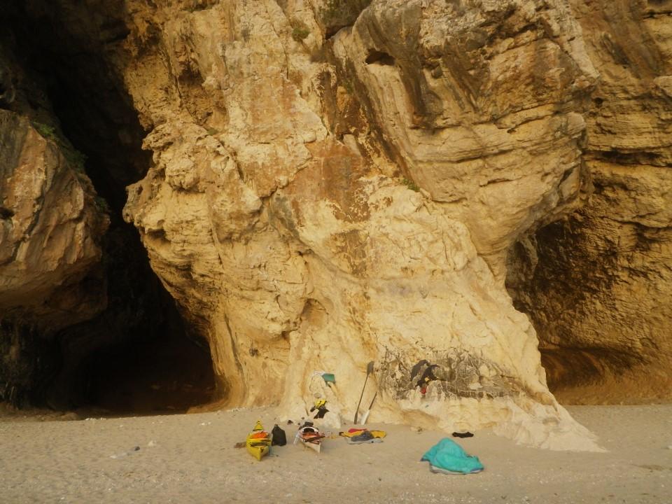 Cala Luna, une des plus belles plages de cette côte à falaises. Bivouac à l'hôtel 1000 étoiles