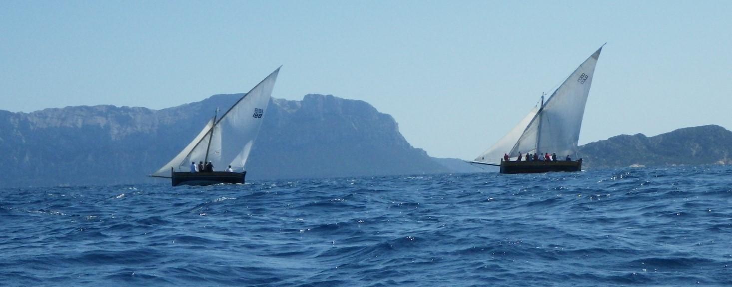Nous ne sommes pas seuls.Superbe régate de bateaux traditionnels sardes !