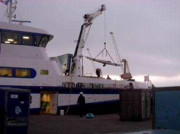 Embarquement du kayak de mer sur ...le bateau  à Brest