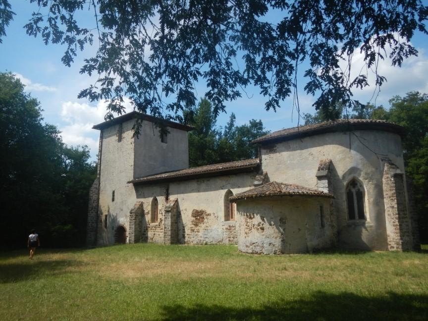 Après la chapelle de Vieux Richet, une halte à l'église isolée de Vieux Lugos :