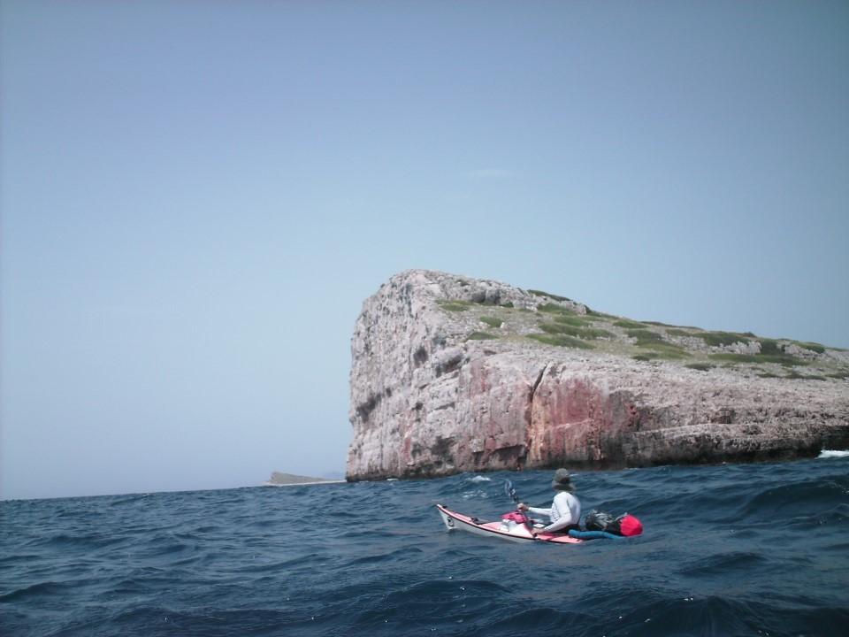 La mer plus agité au dehors des îles couronnées..