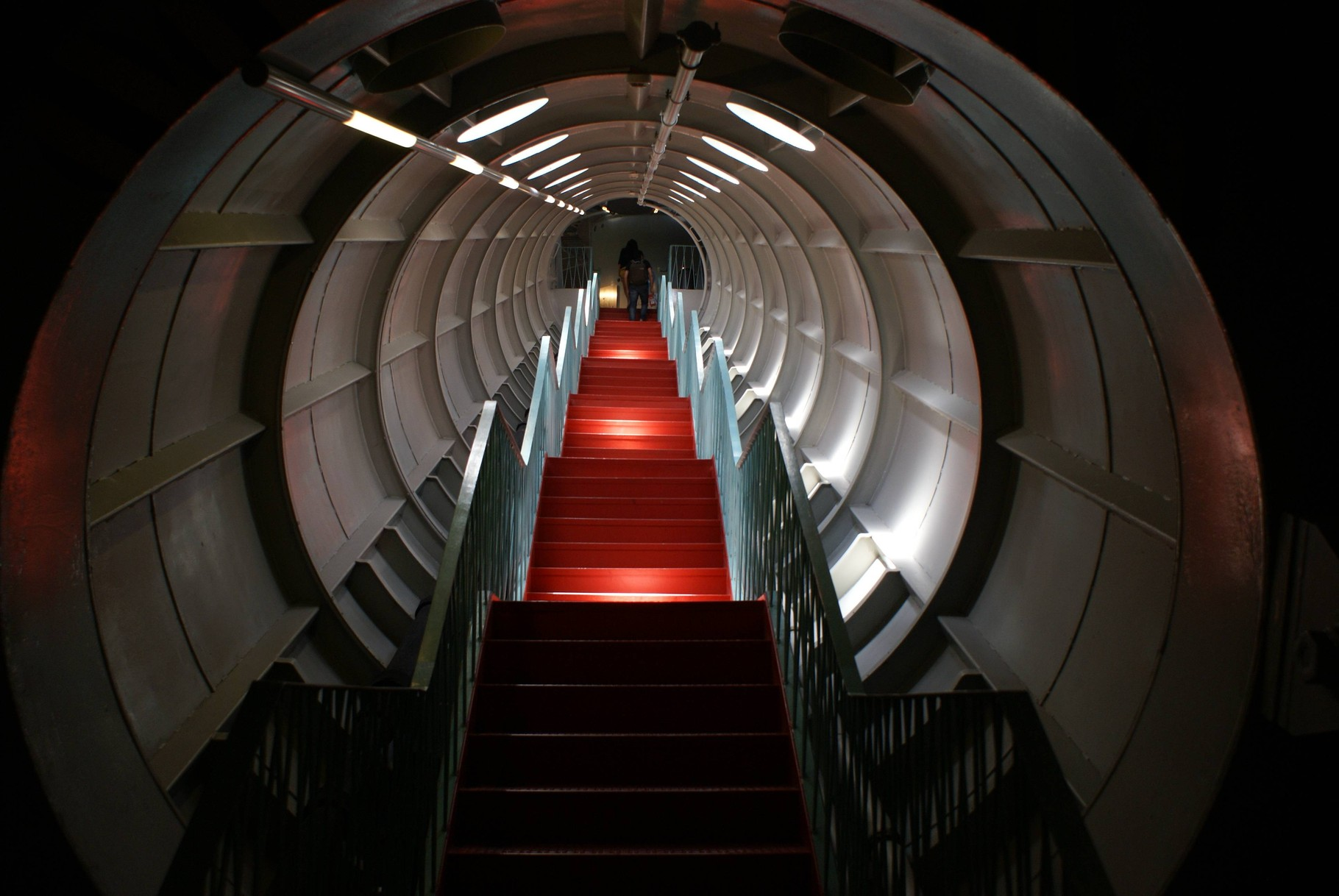 Brüssel - Verbindungsgang im Atomium