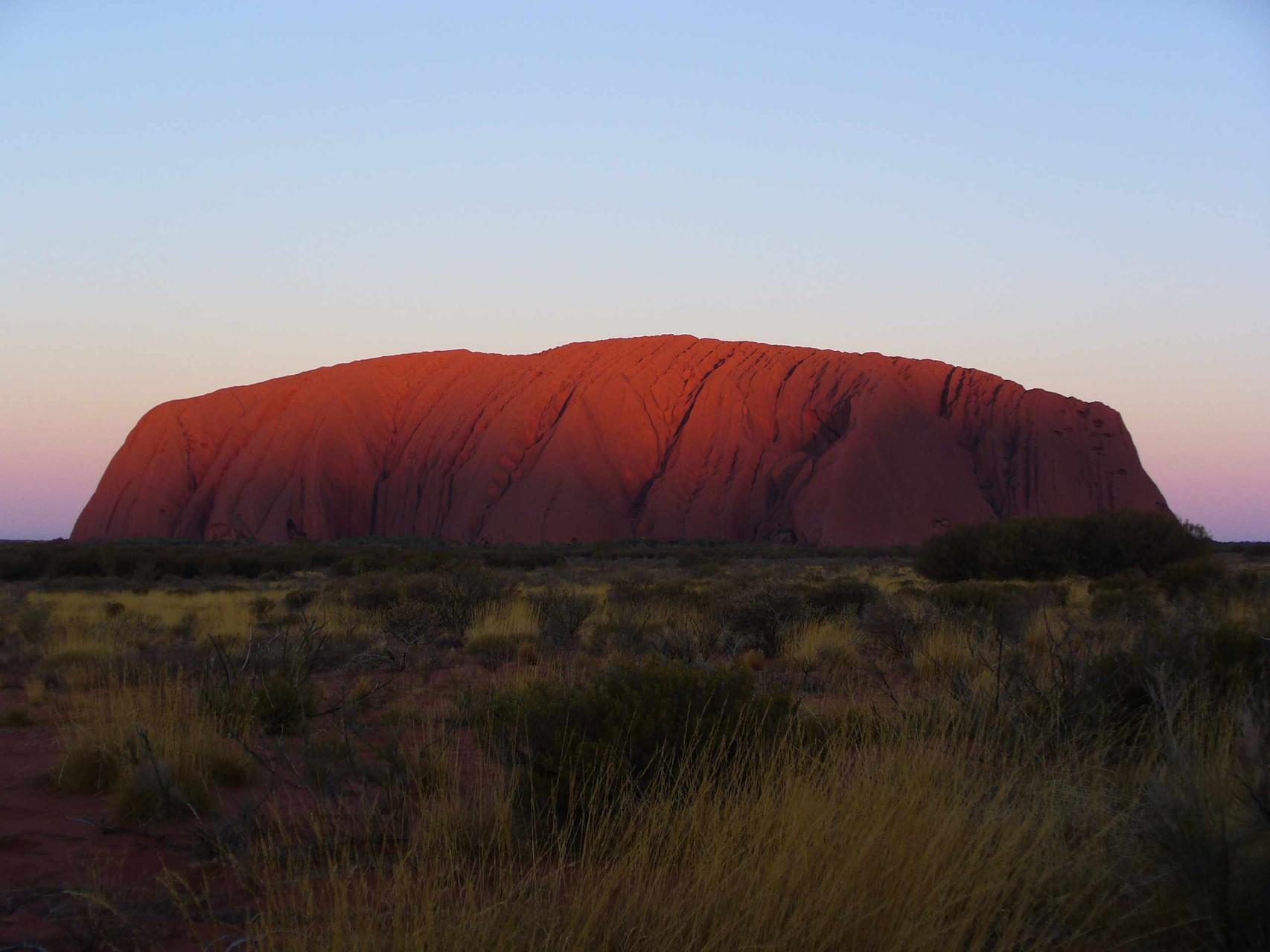 Sonnenuntergang am Uluru (auch als Ayers Rock bekannt), Northern Territory