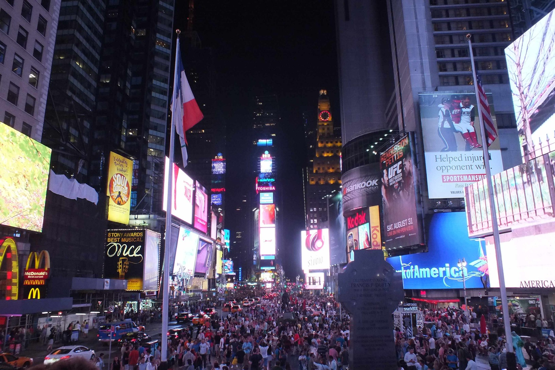 Times Square bei Nacht - the city that never sleeps - stimmt hier