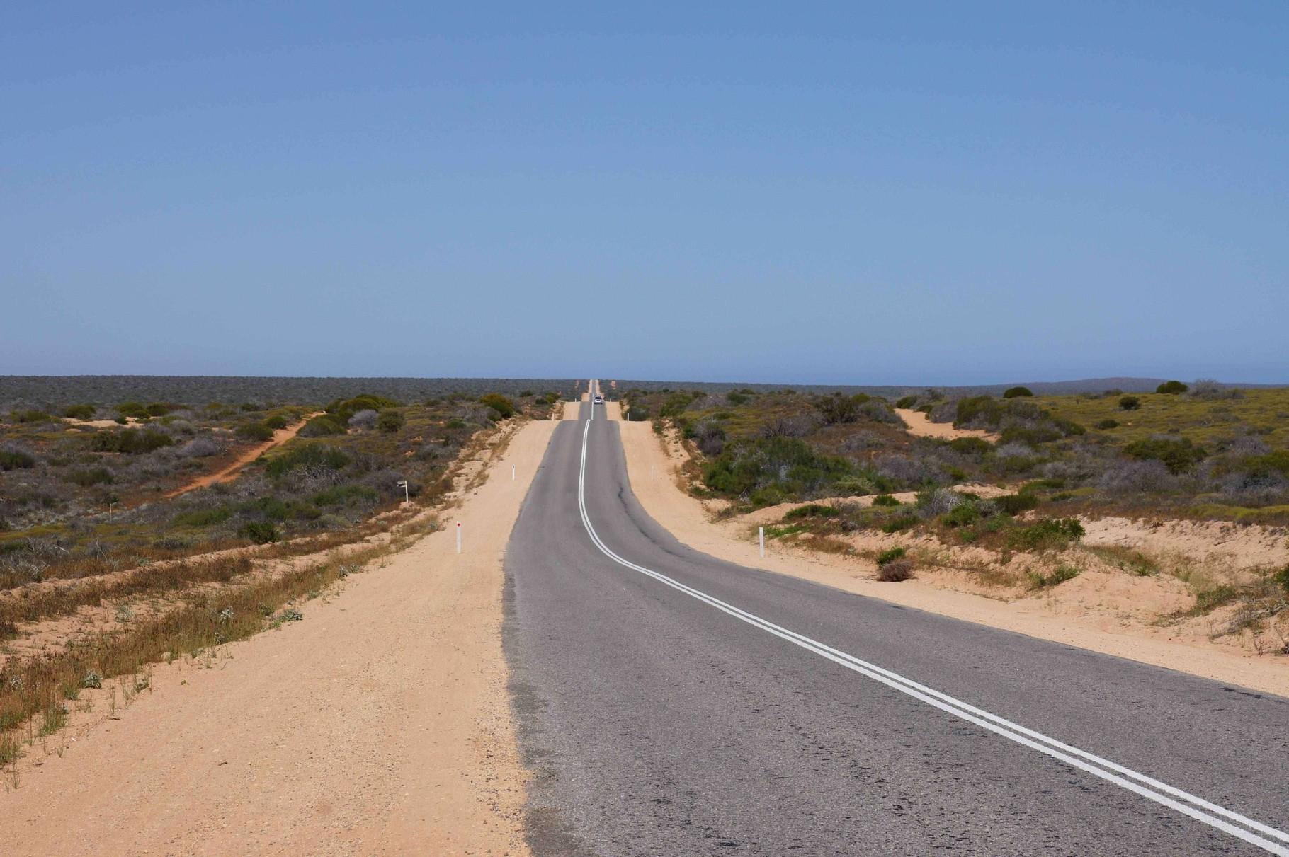 Kilometerweit geradeaus durch Westaustralien