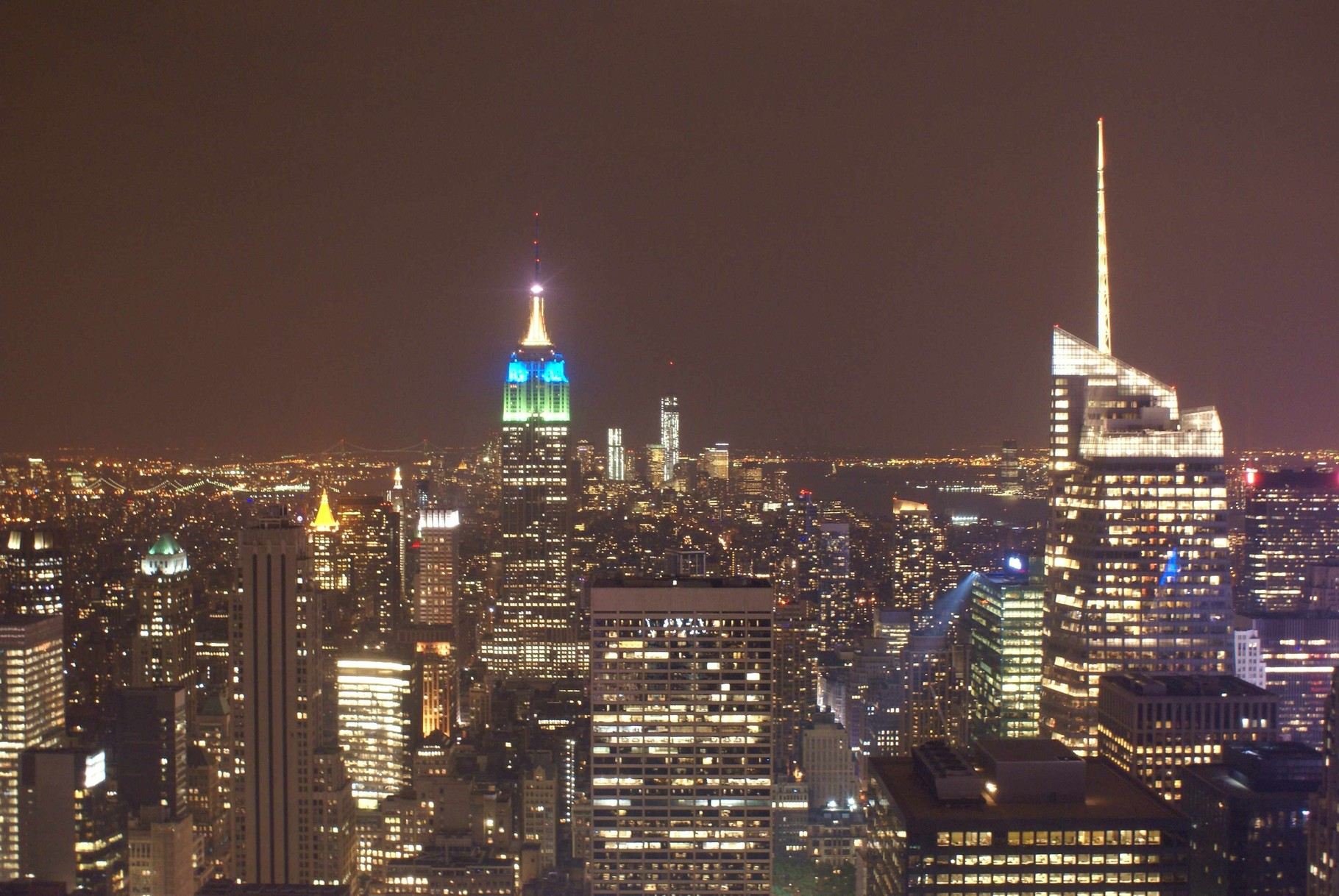 Empire State Building und Manhatten at night