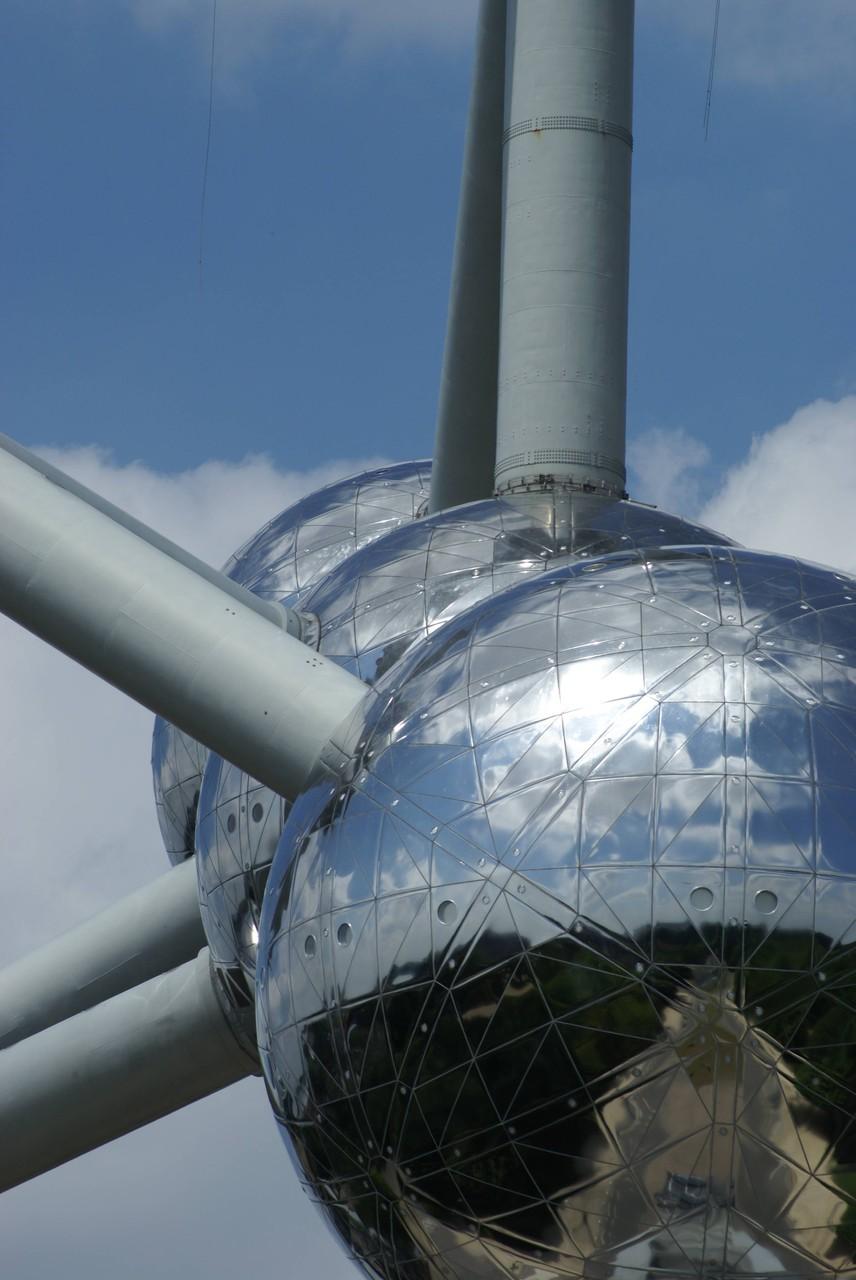 Brüssel - Atomium - Atome in Reihe