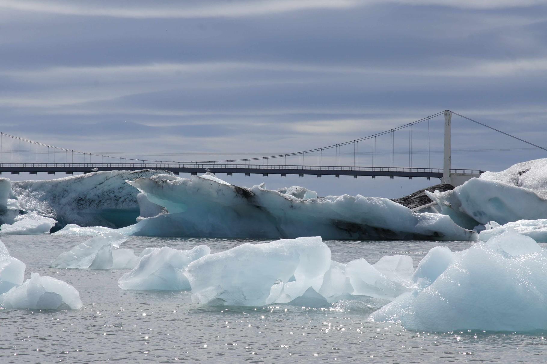 Jökulsárlón - rammt das Eis die Brücke?