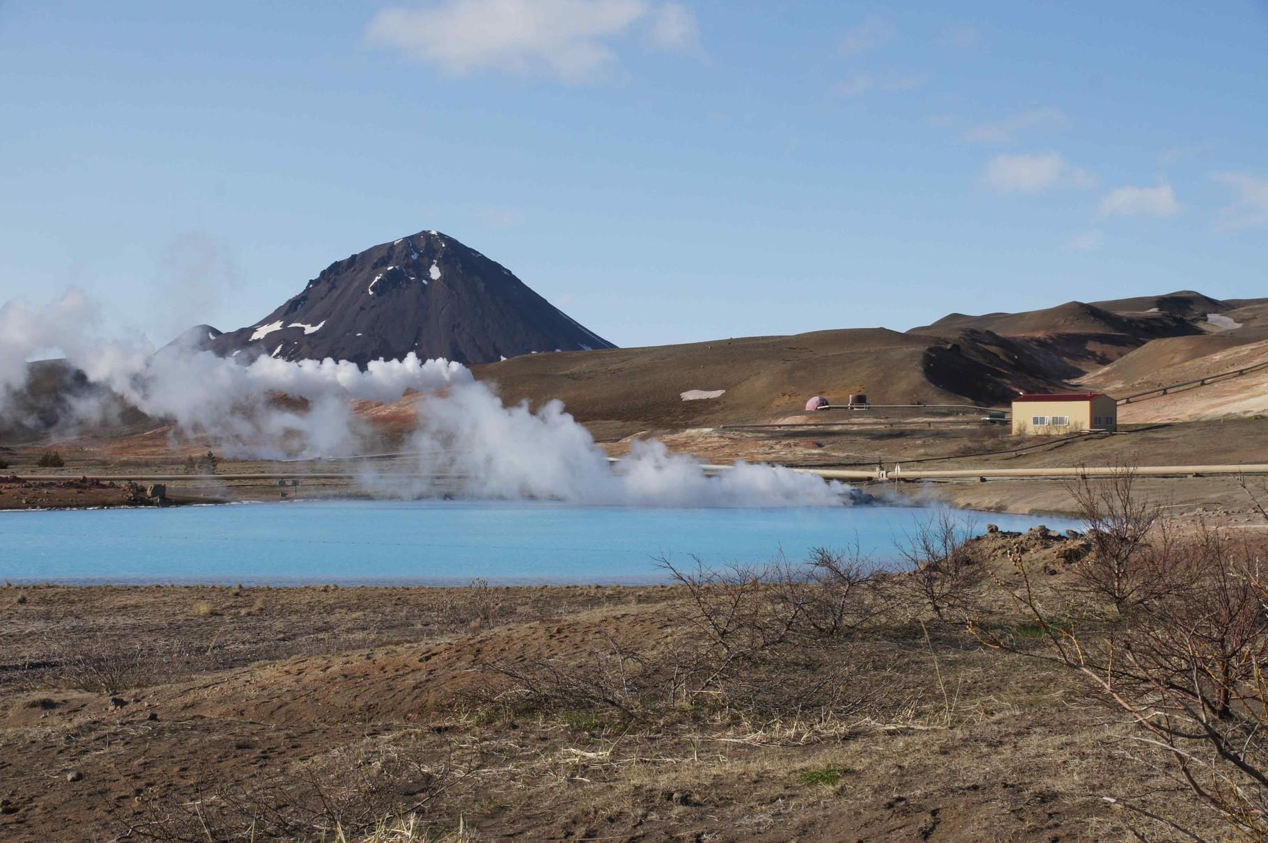 Überlaufbecken eines Geothermiekraftwerks, am Myvatnsee