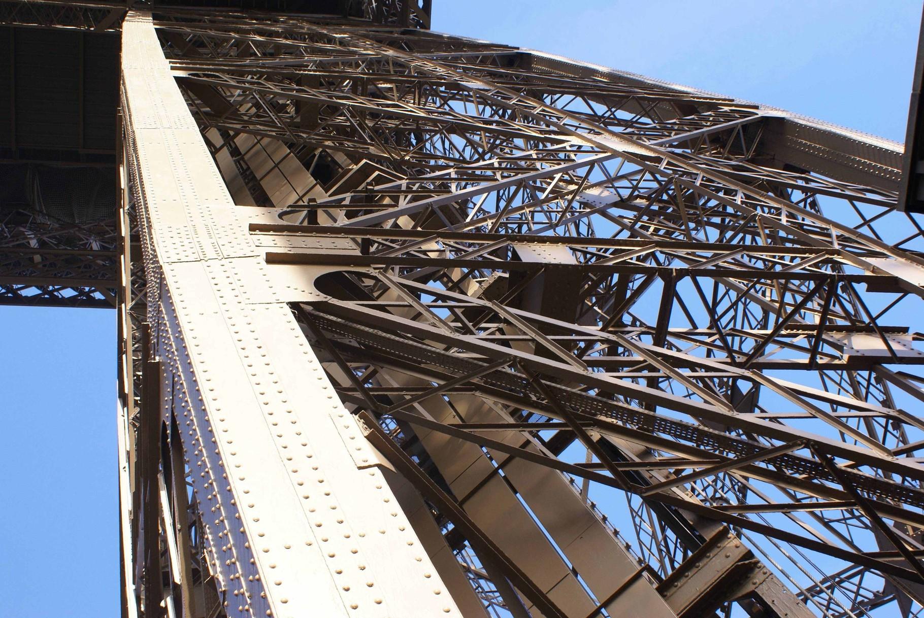 Paris - Ausschnitt eines Pfeilers des Eiffelturms