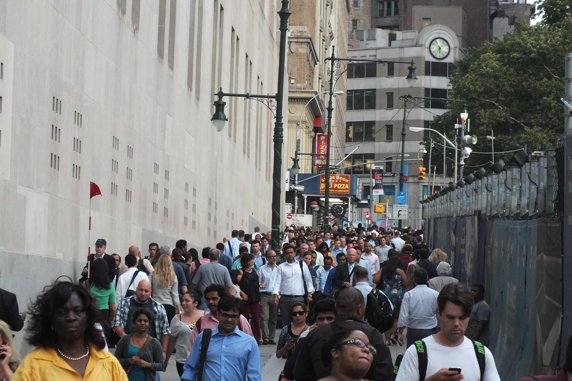 Menschenmasse beim Bauplatz für den Freedom Tower in NY
