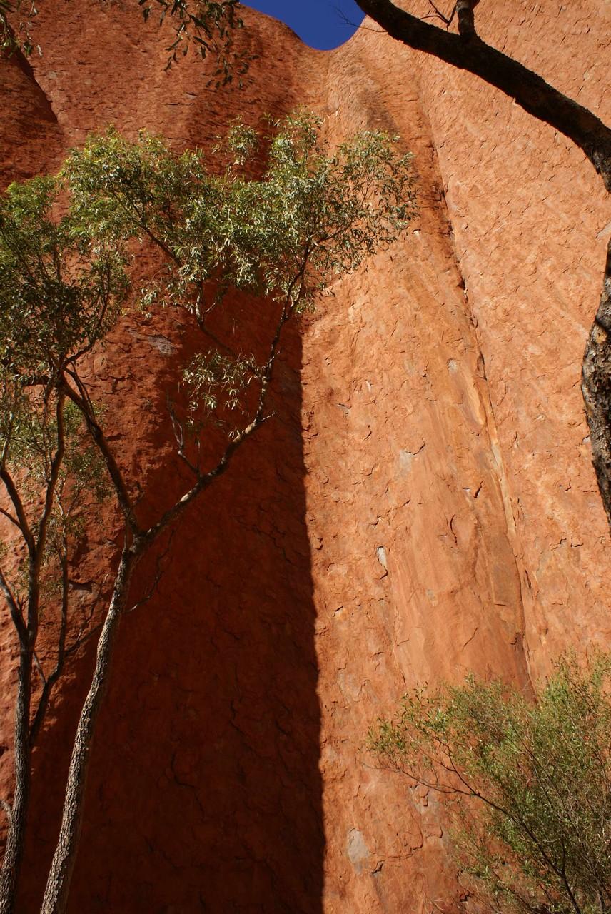Schroffer Anstieg am Uluru