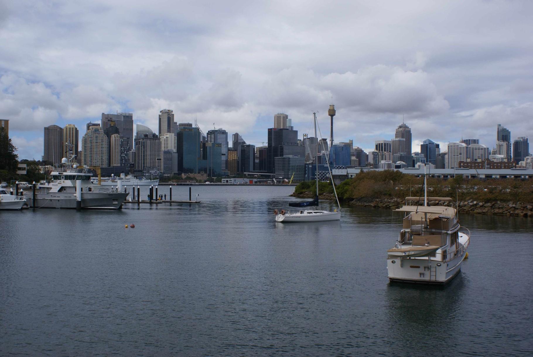 Sydney - einer der vielen Buchten mit Blick auf das Geschäftsviertel
