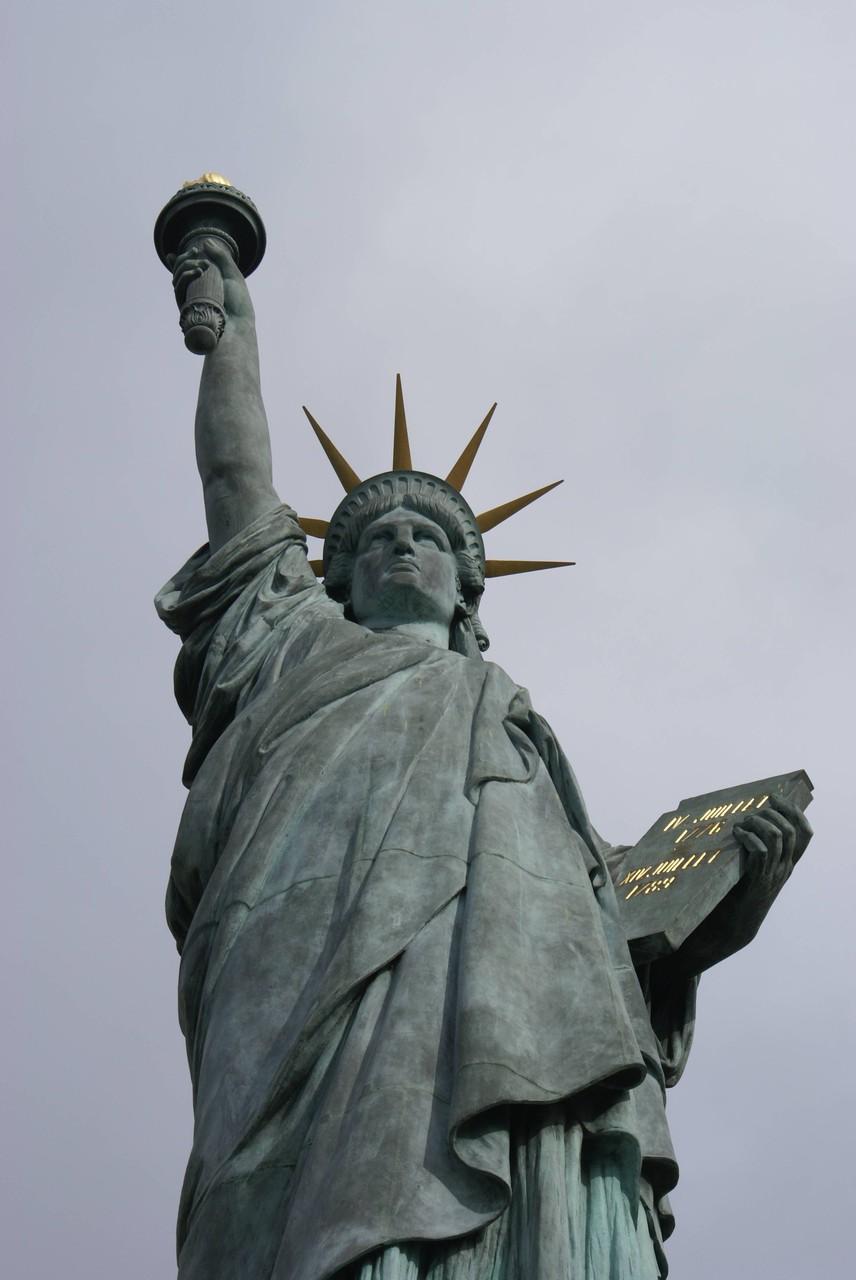 Freiheitsstatue auf der Seineinsel in Paris