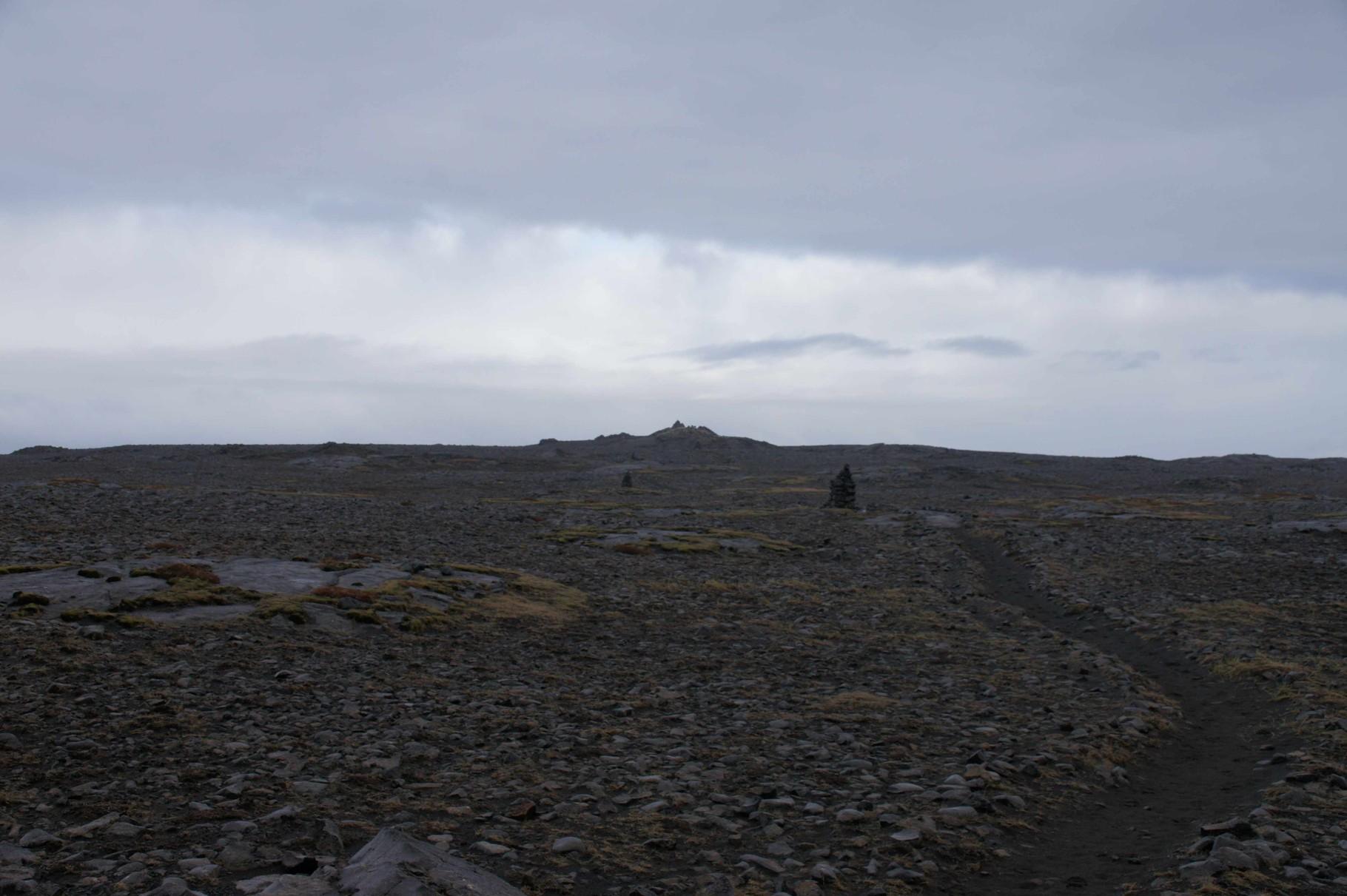 steiniger Weg zum Hafnaberg (Aussichtspunkt für Vogelbeobachtung)