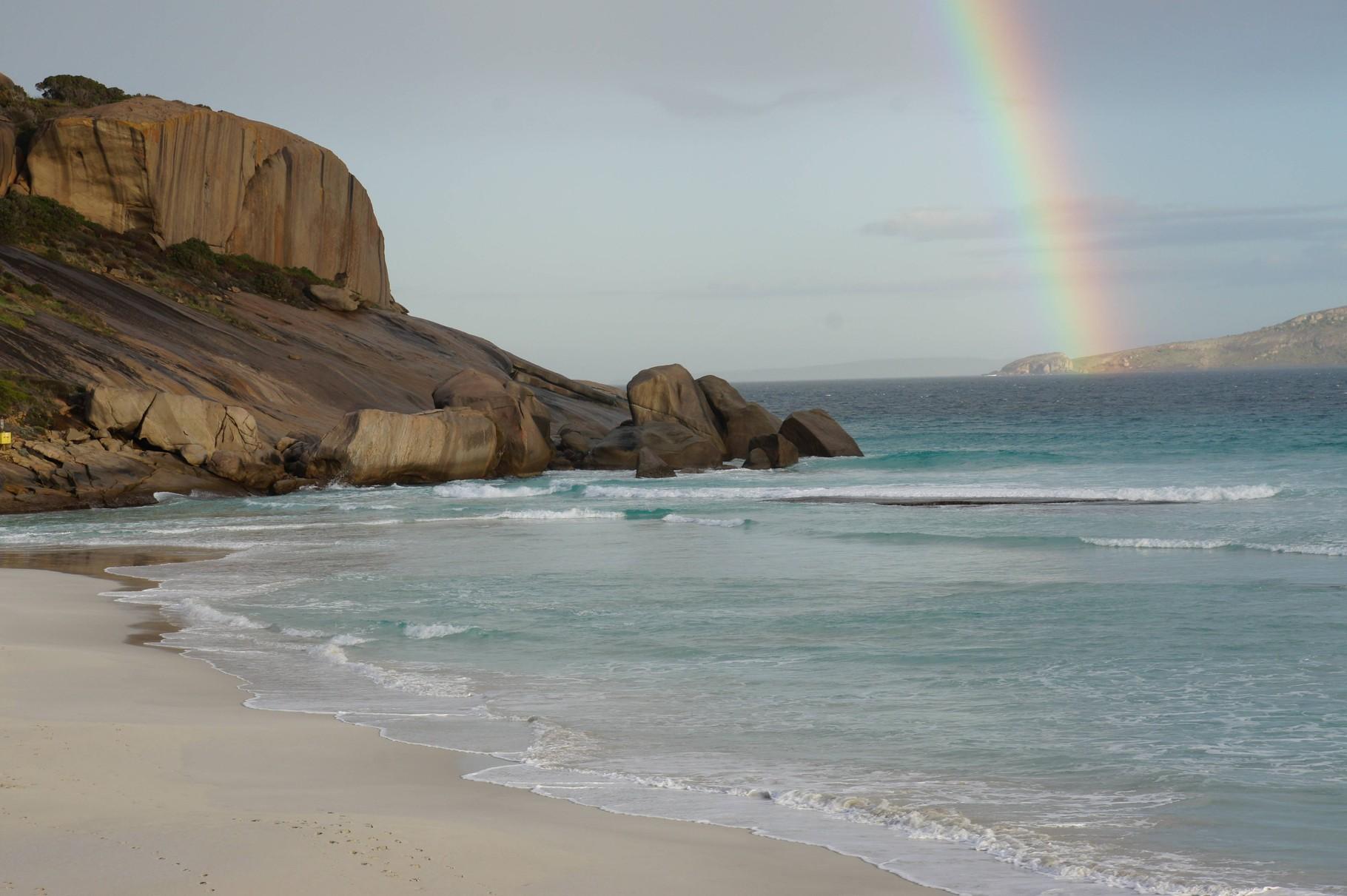 Regenbogen an der Küste des  Great Ocean Drive, Westaustralien