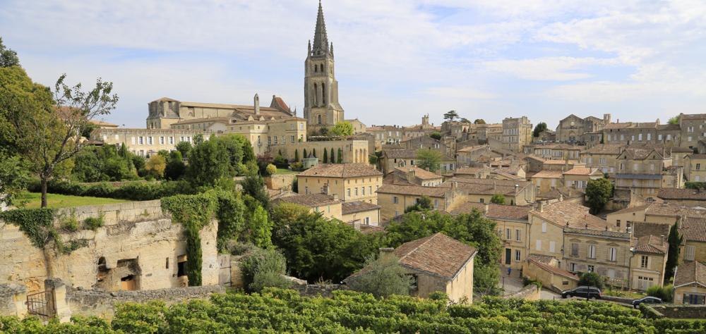 Mittelalterliches Saint-Emilion und seine Weinberge