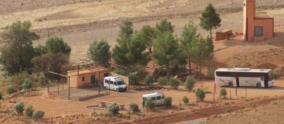 Un des puits alimentant la mine, gardé par les soldats de l'armée royale marocaine