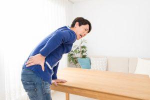 腰痛の男性の画像