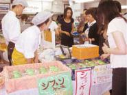 ▲ 福祉事業所の製品の店頭販売 (写真提供/高知県庁生協)