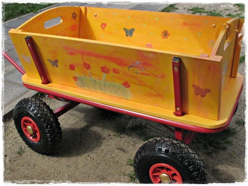 Der neue Bollerwagen für die Kita in Falkenberg