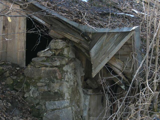 Einstieg in die zugemauerten Keller