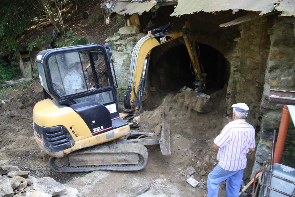 August 2011... der Eingang wird komplett frei gelegt