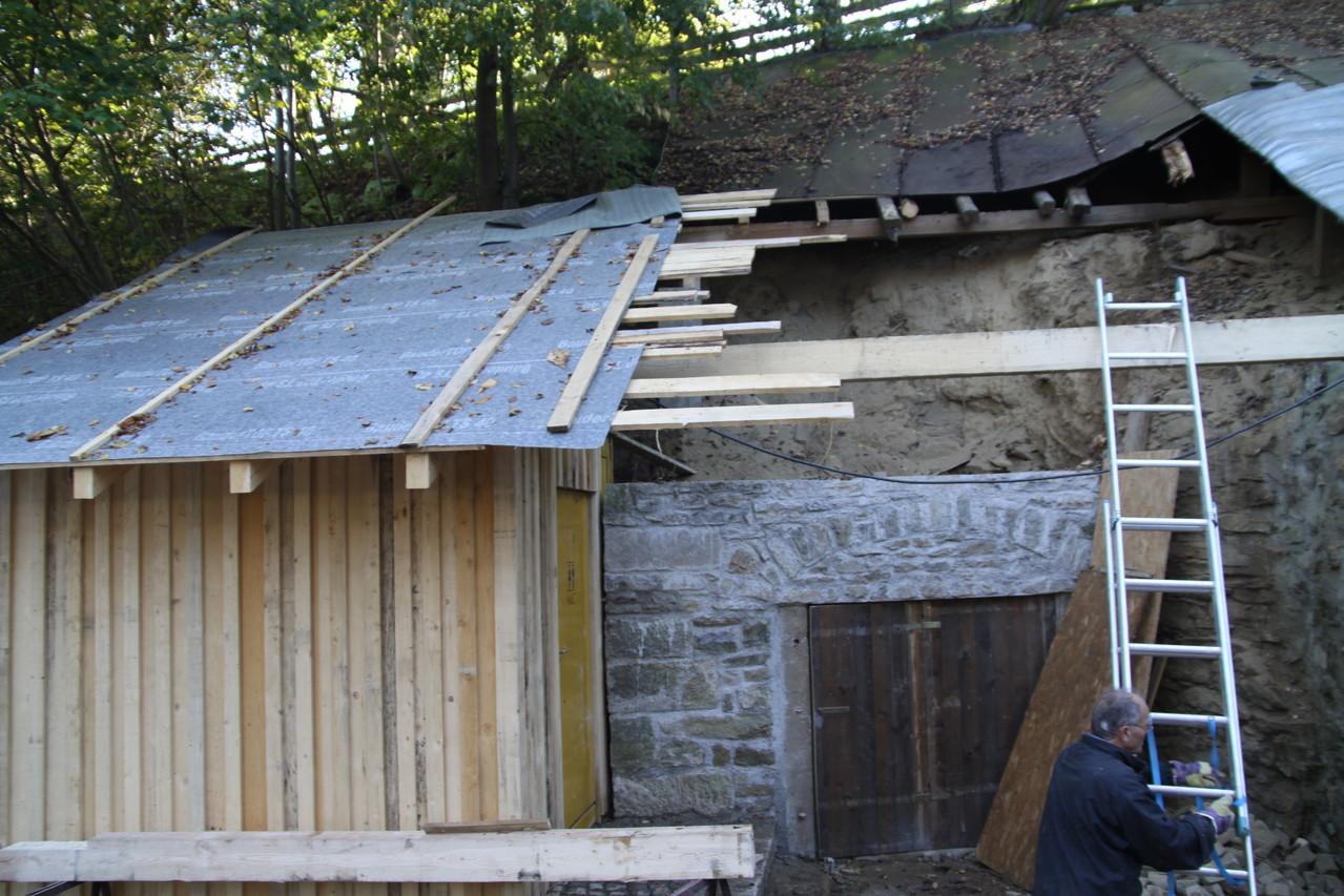 Das große Dach wird neu verschalt