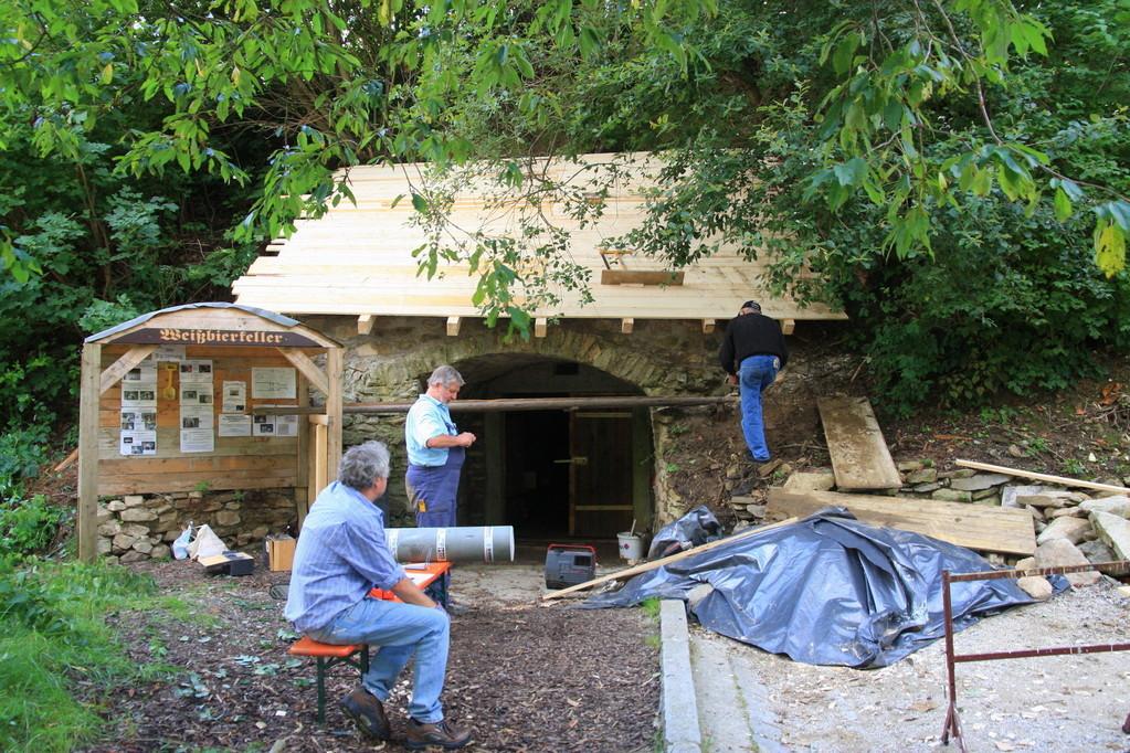 Der Eingang bekommt ein Dach