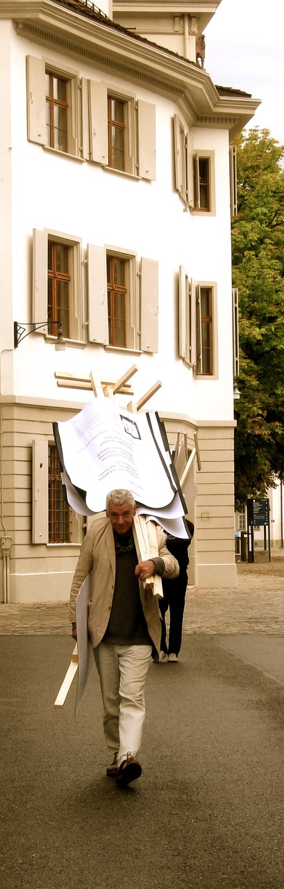 Roger Monnerat trägt die Gedichte heim