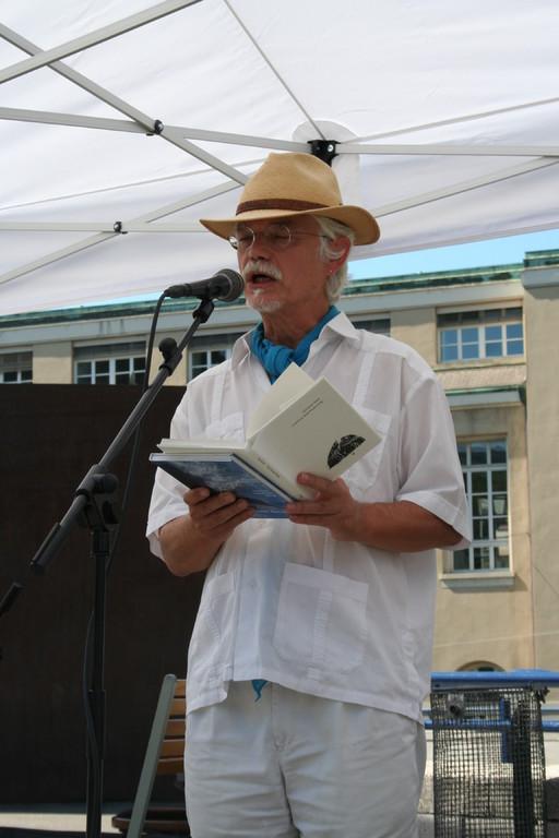 Markus Manfred Jung trug Gedichte in alemannischer Sprache vor.