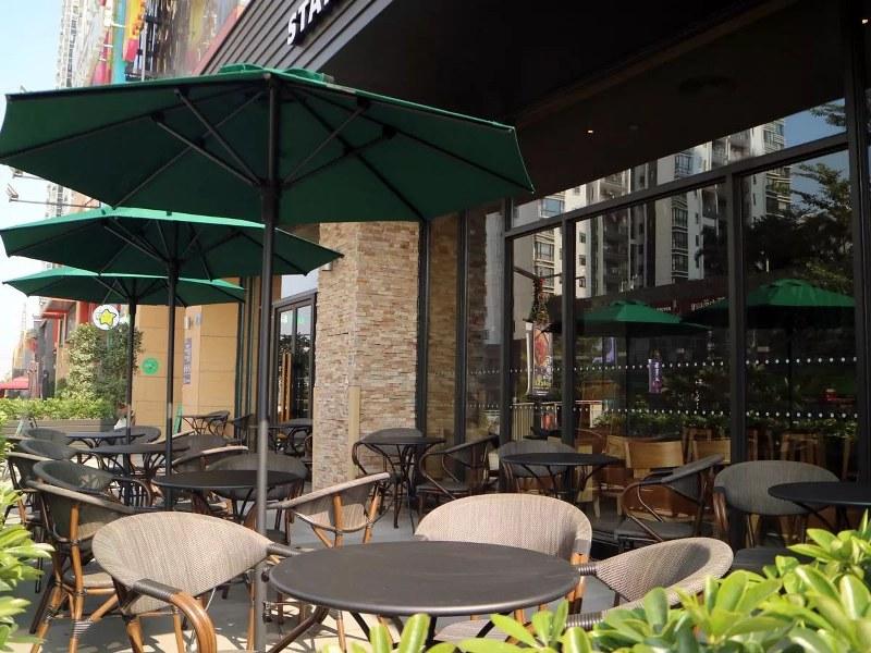 Clifford Wonderland - Starbucks