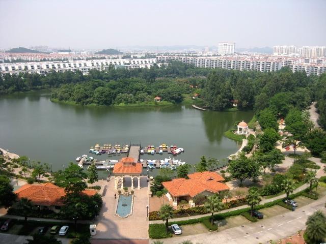 Lakeside Apartment Area