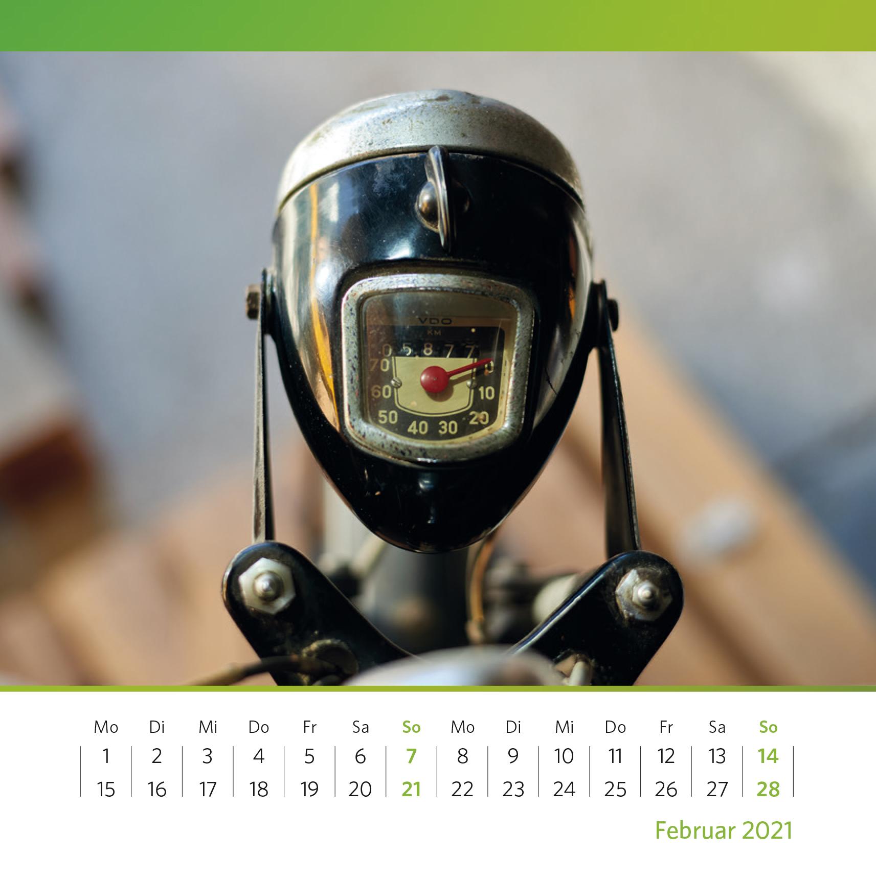 Zu schnell oder im grünen Bereich? Motorradlampe mit eingebautem Tachometer, 1953–1960. Foto: Oliver Kolken