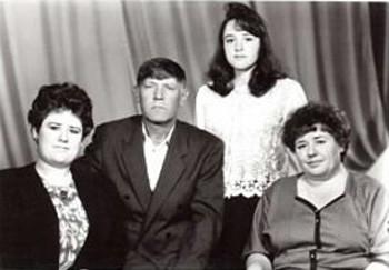 Семья Галины Витальевны (Вертипраховой) Зуевой: Елена Васильевна, Василий Николаевич, Жанна Васильевна, 1995 год.