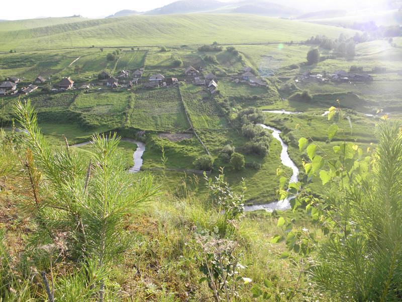 с. Екатериновка 2011 г. Вид с горы на ул. Амур и Красный Амур(за логом в право)