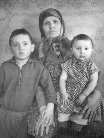 Стахеева (Крашенинина)  Наталья Андреевна с внуками