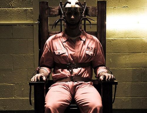 Sthepen West, cittadino americano condannato a morte per duplice omicidio sceglie la sedia elettrica per scontare la sua pena