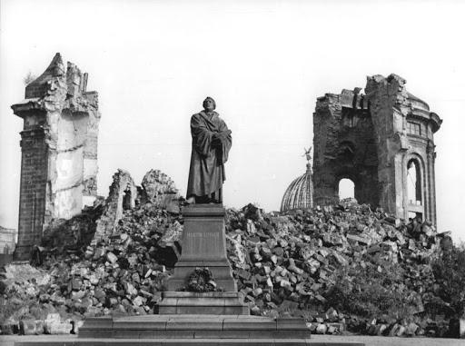 Dresda in seguito al bombardamento del 1945